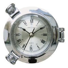 Uhr im Bullauge