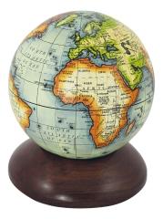 Globus auf Holzsockel